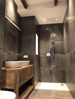 natuurlijke sfeer in de badkamer