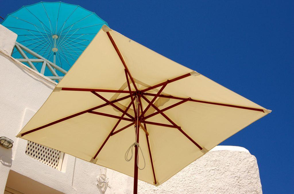 4 afkoeltips voor in de tuin - parasol
